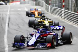 Pierre Gasly, Toro Rosso STR13, Nico Hulkenberg, Renault Sport F1 Team R.S. 18, Stoffel Vandoorne, McLaren MCL33