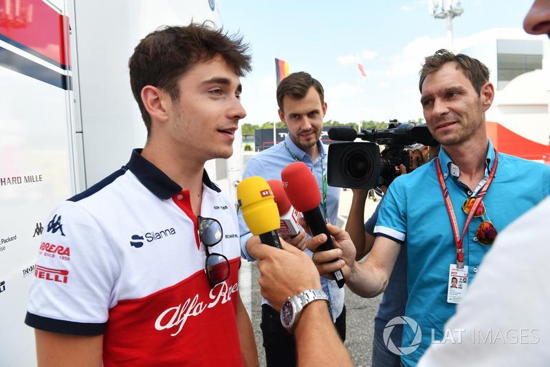 Charles Leclerc, Sauber, habla con los medios
