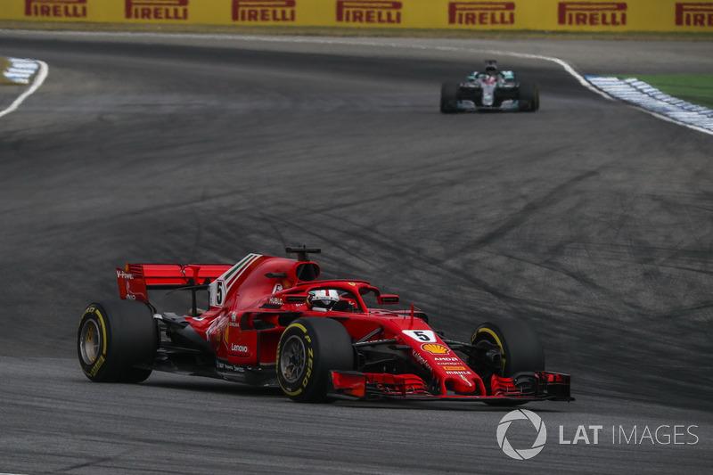 Vettel kembali mengeluh karena tidak segera dibiarkan melewati Raikkonen