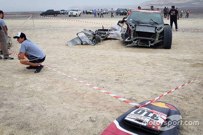 El auto #310 X-Raid Team Mini: Bryce Menzies, Peter Mortensen.