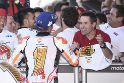 El campeón del mundo, Marc Marquez, Repsol Honda Team, celebra el título con su padre, Julià Márquez