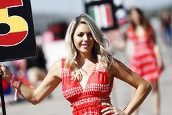 La grid girl di Carlos Sainz Jr., Renault Sport F1 Team RS17