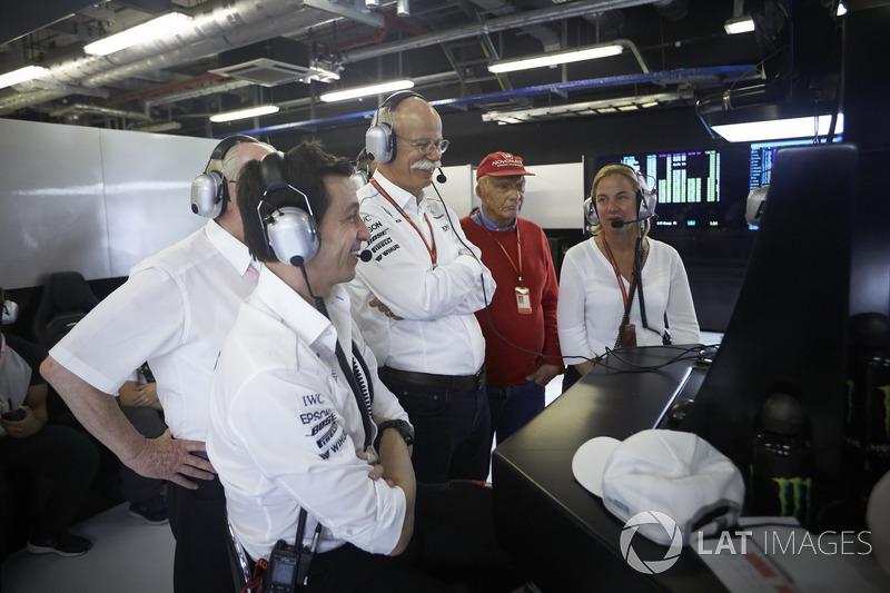 Toto Wolff, Executive Director Mercedes AMG F1, el Dr. Dieter Zetsche, CEO, Mercedes Benz, Niki Lauda, Presidente no ejecutivo de Mercedes AMG F1