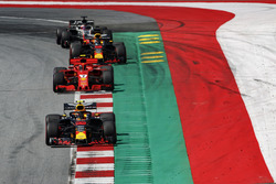 Max Verstappen, Red Bull Racing RB14, Sebastian Vettel, Ferrari SF71H, Daniel Ricciardo, Red Bull Racing RB14, Romain Grosjean, Haas F1 Team VF-18