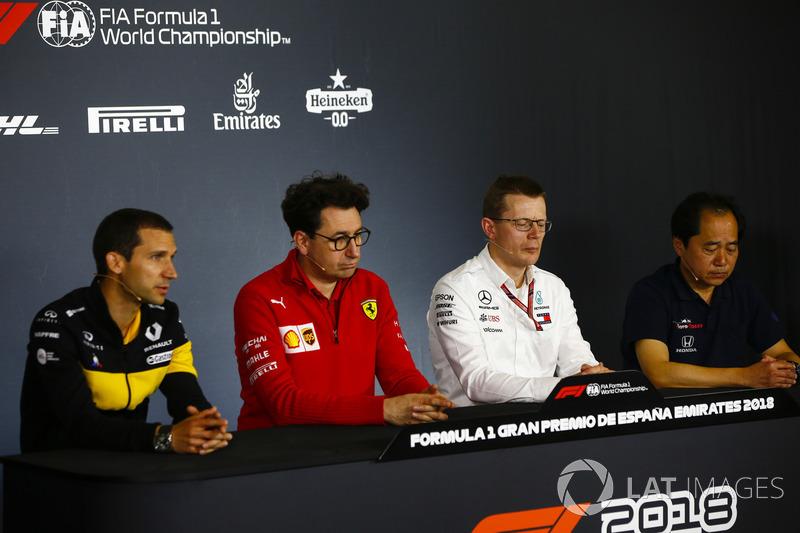 Remi Taffin, Director de Operaciones, Renault Sport F1, Mattia Binotto, Director Técnico, Ferrari, Andy Cowell, Director Ejecutivo, HPP, Mercedes AMG, y Toyoharu Tanabe, Director Técnico de F1, Honda en la Conferencia de Prensa de los Directores de Equipo