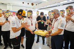 Fernando Alonso, McLaren is presented a birthday cake from the McLaren Team