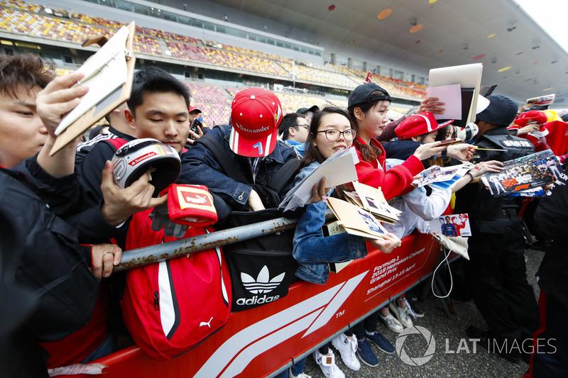 Fans wait for drivers to sign autographs