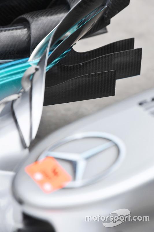 Mercedes W08: Frontflügel