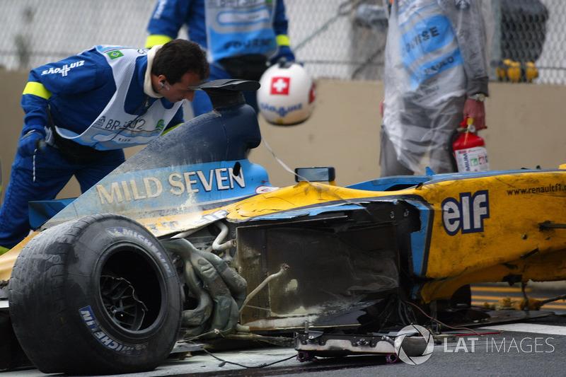 Medical staff attend to Fernando Alonso, Renault F1 Team trackside