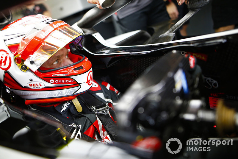 Kevin Magnussen, Haas F1 Team, dans son cockpit