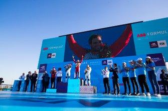 Robin Frijns, Envision Virgin Racing, 2nd position, Jérôme d'Ambrosio, Mahindra Racing, 1st position, Sam Bird, Envision Virgin Racing, 3rd position, celebrate on the podium