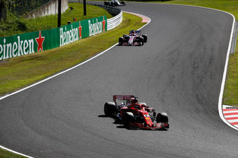Sebastian Vettel, Ferrari SF71H, leads Sergio Perez, Racing Point Force India VJM11