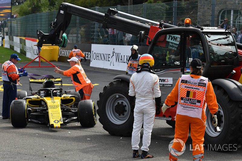 Nico Hulkenberg, Renault Sport F1 Team R.S. 18 and Fernando Alonso, McLaren crashed at the start of the race