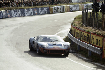#9 Ford GT40: Pedro Rodriguez, Lucien Bianchi