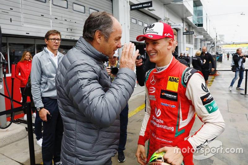 Mick Schumacher bersama Gerhard Berger, ketua ITR