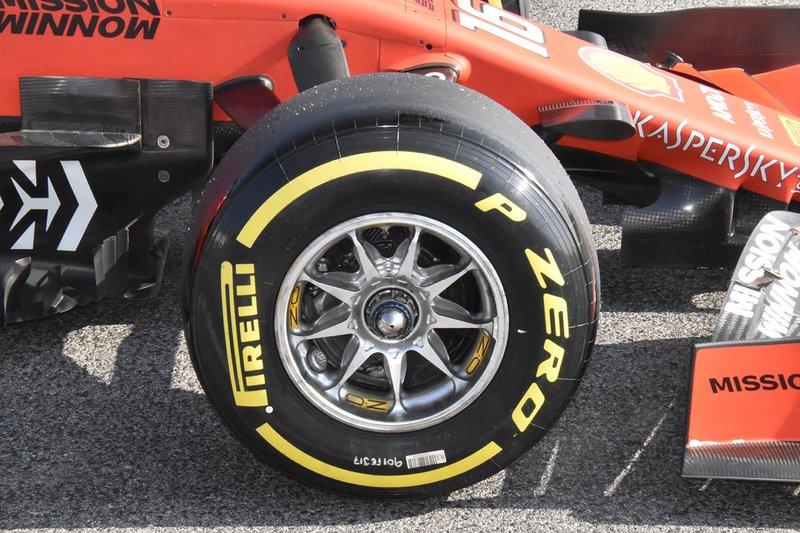 Ferrari SF90 wheel rim detail