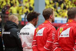 Valtteri Bottas, Mercedes AMG, Lewis Hamilton, Mercedes AMG, Sebastian Vettel, Ferrari, y Kimi Raikkonen, Ferrari