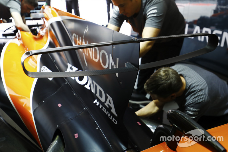 Honda engineers work on the car of Fernando Alonso, McLaren MCL32