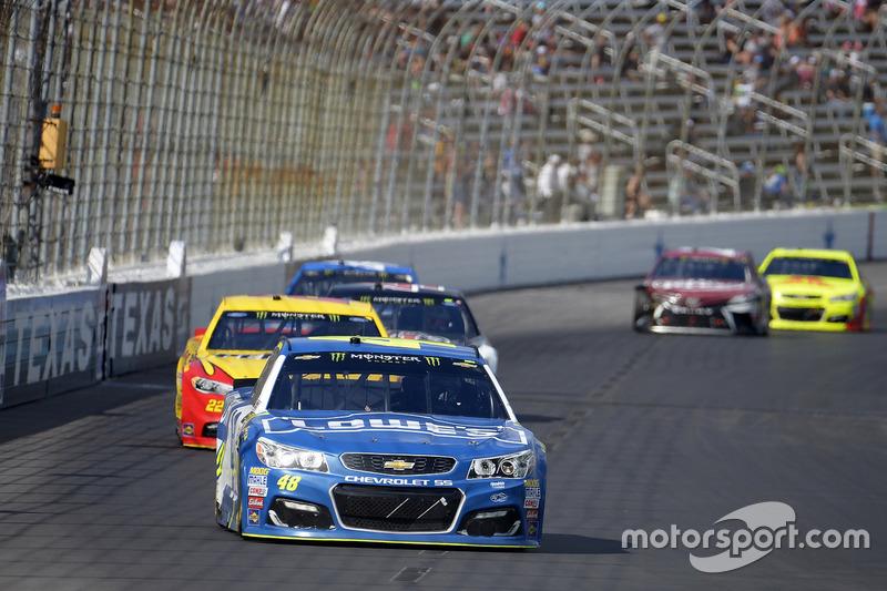 Jimmie Johnson, Hendrick Motorsports, Chevrolet; Joey Logano, Team Penske, Ford