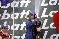 Podium : le vainqueur Jacques Laffite, Ligier JS17-Matra et le second John Watson, McLaren MP4/1-Ford Cosworth