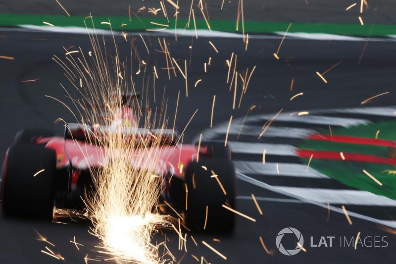 Себастьян Феттель, Ferrari SF70H, іскрить