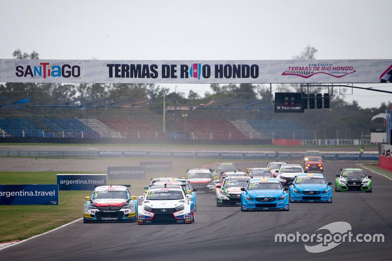 Arrancada: Yann Ehrlacher, RC Motorsport Lada Vesta líder