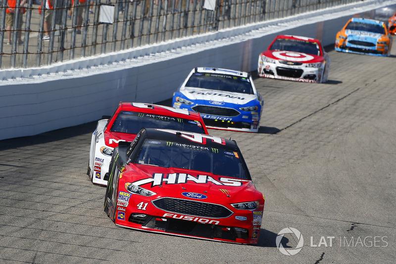 Kurt Busch, Stewart-Haas Racing Ford, Ryan Blaney, Wood Brothers Racing Ford