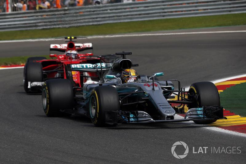 Lewis Hamilton, Mercedes-Benz F1 W08 and Sebastian Vettel, Ferrari SF70H battle for position