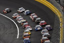 Kevin Harvick, Stewart-Haas Racing Ford, Martin Truex Jr., Furniture Row Racing Toyota