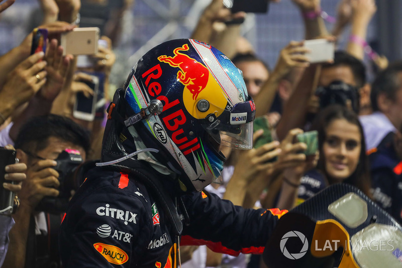 Second place Daniel Ricciardo, Red Bull Racing Celebrates in Parc ferme