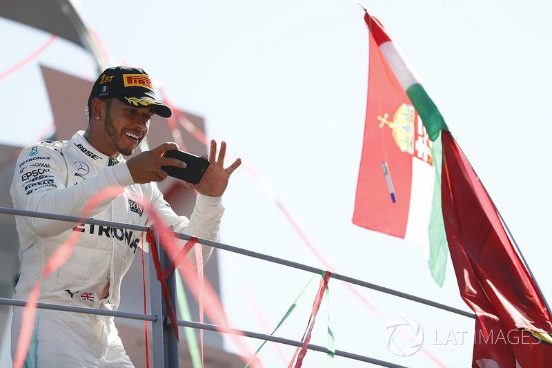 Hamilton, enfim líder! Em dia de domínio da Mercedes em Monza, inglês vence e deixa Sebastian Vettel para trás na tabela de pontos.