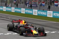 Max Verstappen, Red Bull Racing RB13, crosses the finish line