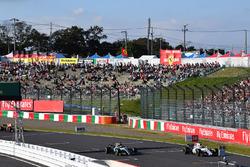 Lewis Hamilton, Mercedes-Benz F1 W08  and Felipe Massa, Williams FW40