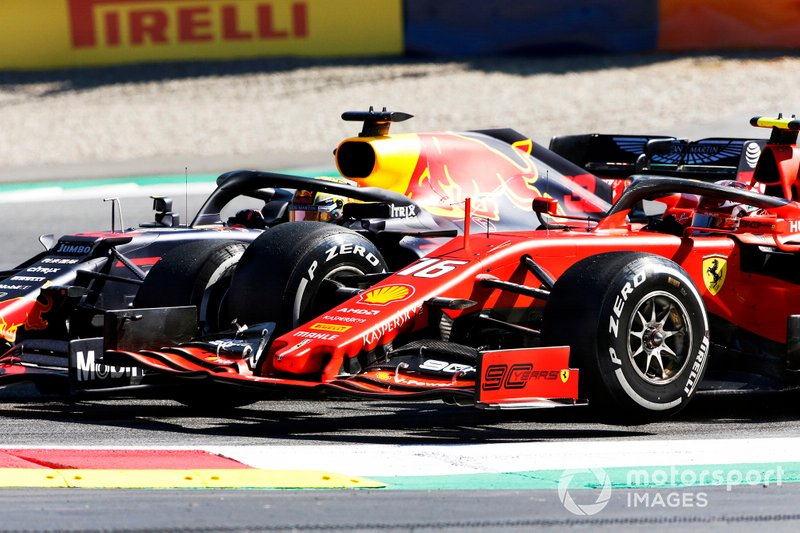 Max Verstappen, Red Bull Racing RB15, au contact avec Charles Leclerc, Ferrari SF90