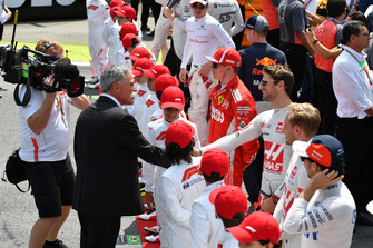 Chase Carey, Chief Executive Officer ed Executive Chairman del Formula One Group Romain Grosjean, Haas F1 Team, in griglia di partenza