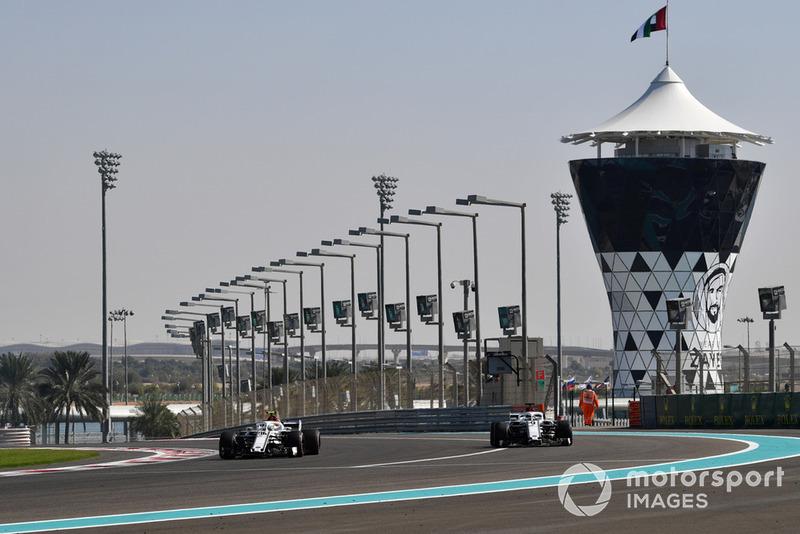 Antonio Giovinazzi, Sauber C37, Marcus Ericsson, Sauber C37