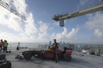David Coulthard, Red Bull Racing RB7, a 700 piedi di altezza