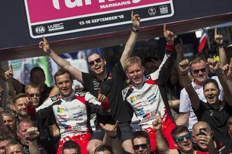 Les vainqueurs Ott Tänak, Martin Järveoja, Toyota Gazoo Racing WRT Toyota Yaris WRC, et leur équipe