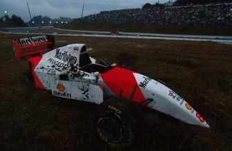 Разбитый McLaren MP4/9 Мартина Брандла