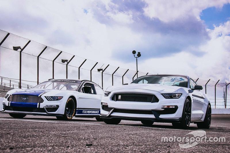 Ford Mustang für die NASCAR Cup-Saison 2019 und Straßenversion