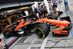 Fernando Alonso, McLaren MCL32, halo