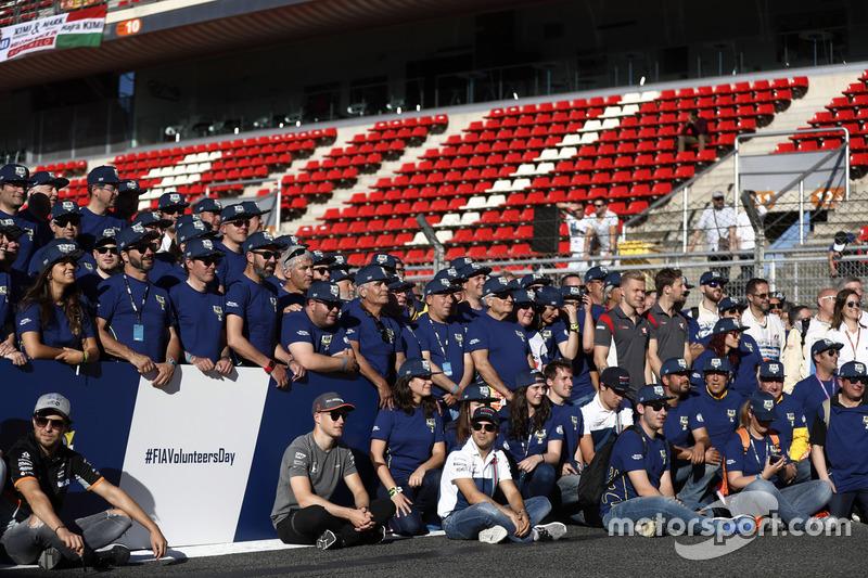 Sergio Perez, Force India, Stoffel Vandoorne, McLaren, Felipe Massa, Williams, at the FIA Volunteers Day celebrations