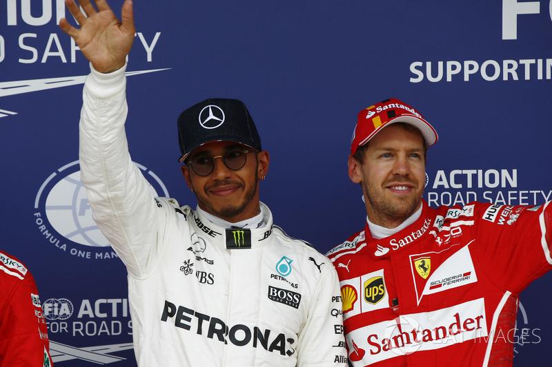 Ganador de la pole Lewis Hamilton, Mercedes AMG F1 y tercer puesto Sebastian Vettel, Ferrari