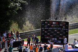 Подиум: победитель Роберто Кольчиаго, M1RA, второе место – Аттила Тасси, M1RA, третье место – Стефан