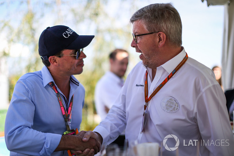 Росс Браун, керуючий директор Motor Sports F1, Алекс Мей, на презентації офіційного напою Ф1 шампанського Carbon