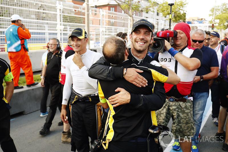 Jean-Eric Vergne, Techeetah, celebra al ganar la carrera con el equipo