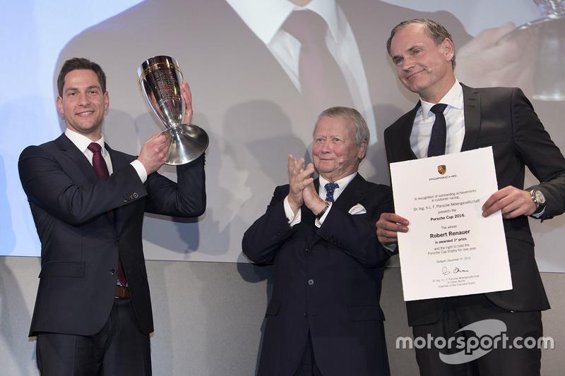 Porsche Cup 2017: ganador Robert Renauer, Dr. Wolfgang Porsche, Presidente de la Comisión de control, Porsche AG, Oliver Blume, Presidente del Consejo Ejecutivo, Porsche AG