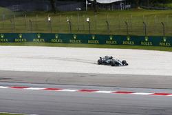 Льюіс Хемілтон, Mercedes AMG F1 W08, у гравії