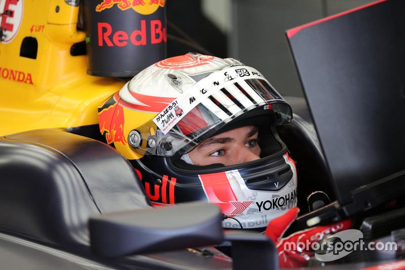 Француз, який став чемпіоном GP2 у 2016 році і на цей час виступає у японській Super Fоrmula, займе місце російського пілота.