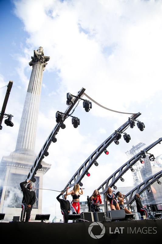Гурт Little Mix розважає публіку